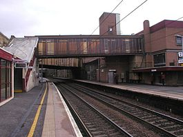 Motherwell railway station platforms 1 and 2.jpg